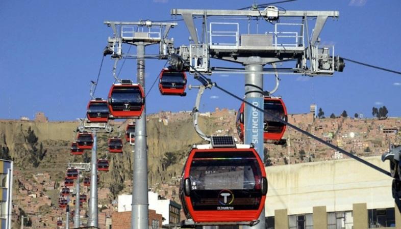 Kereta gantung di kota La Paz, Bolivia. REUTERS/ABI/Bolivian Presidency/Handout