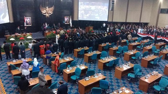 Ilustrasi - Suasana pelantikan anggota DPRD DKI Jakarta di Ruang Paripurna DPRD DKI Jakarta. ANTARA FOTO