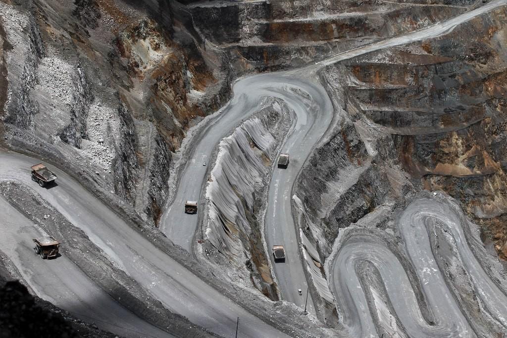 Sejumlah Haul Truck dioperasikan di area tambang terbuka PT Freeport Indonesia di Timika, Papua, Sabtu (19/9).