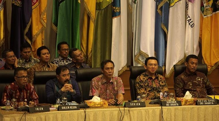 Rapat mediasi terkait APBD DKI 2015 antara Pemprov DKI dan DPRD DKI Jakarta (ANTARA/Muhammad Adimaja)