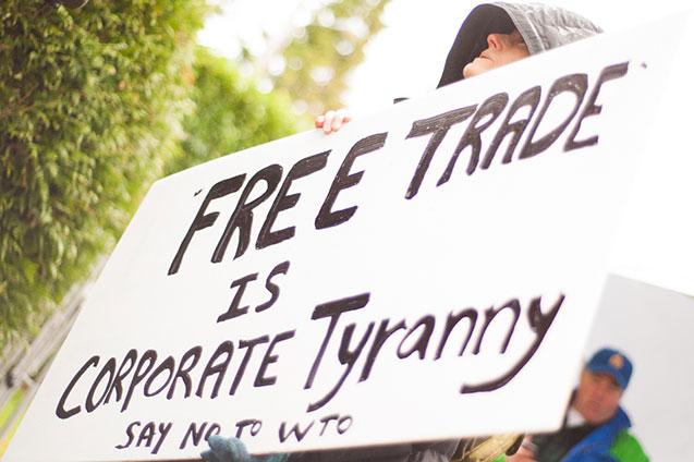 Ilustrasi demonstrasi yang memprotes Konferensi Tingkat Menteri World Trade Organization (WTO). www.popularresistance.org