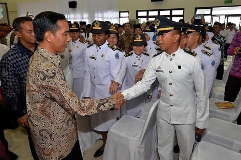 Jokowi saat resmikan IPDN NTB. (dok. Staf Kepresidenan RI)