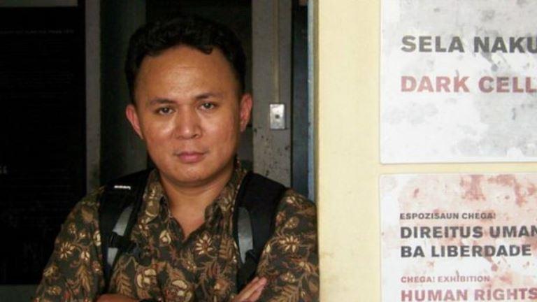Aktivis Mugiyanto digiring 10 polisi hingga masuk pesawat yang memaksanya meninggalkan Kuala Lumpur. BBC