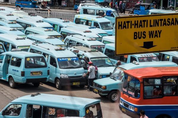 Angkutan Kota di Terminal Kampung Melayu, Jakarta Timur ANTARA FOTO