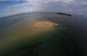 Pulau Pasir di Tanjung Luar Lombok Timur, nelayan di kawasan ini menolak rencana pengambilan pasir untuk reklamasi teluk Benoa.