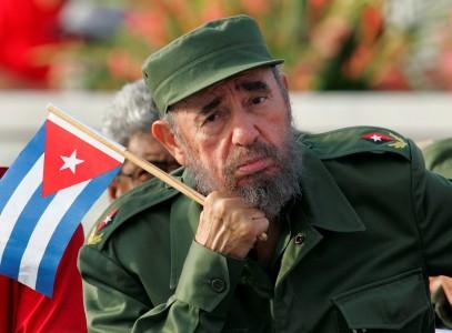 Presiden Kuba Fidel Castro menyimak pembicara selama parade May Day di Lapangan Revolusi Havana dalam arsip foto tanggal 1 Mei 2005. ANTARA FOTO?REUTERS/Claudia Daut/File Photo/cfo/16