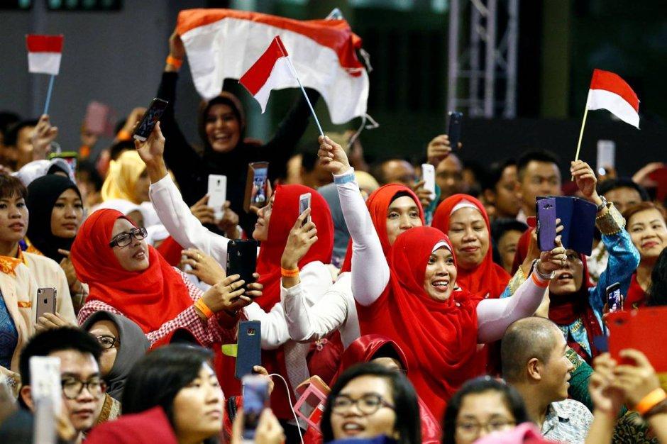100385-antusias-warga-indonesia-di-singapura-sambut-jokowi-9hf_highres