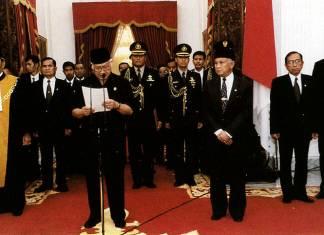 Soeharto_resigns_geotimes